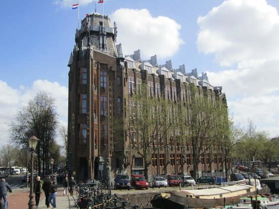 Grand Hotel Amrâth Amsterdam: Hotel view approaching from Centraal Station