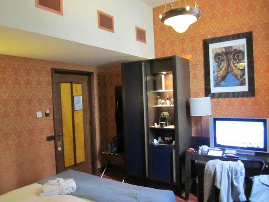 Grand Hotel Amrâth Amsterdam: Minibar area