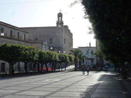 Belmonte Hotel: la piazza vicino all'hotel