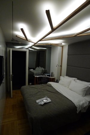 Gradiva Hotel: Avoid the noisy room 706