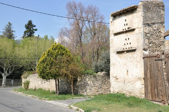 Bezouce, France : le vieux pigeonnier