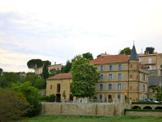 Cour - Photo de Château du Grand Jardin, Valensole ...