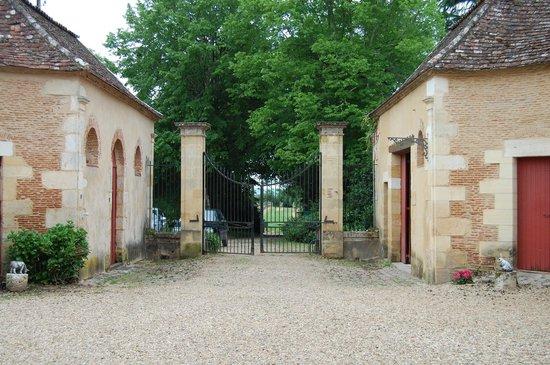 Chateau Les Farcies du Pech': Main Gate