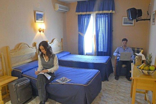 Hotel Philadelfia: Amplia Habitación