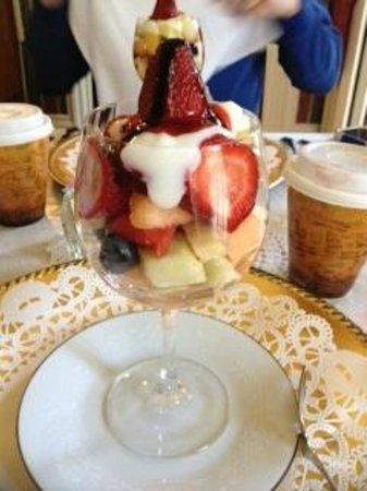 Pinehill Inn : start of breakfast....more followed :)