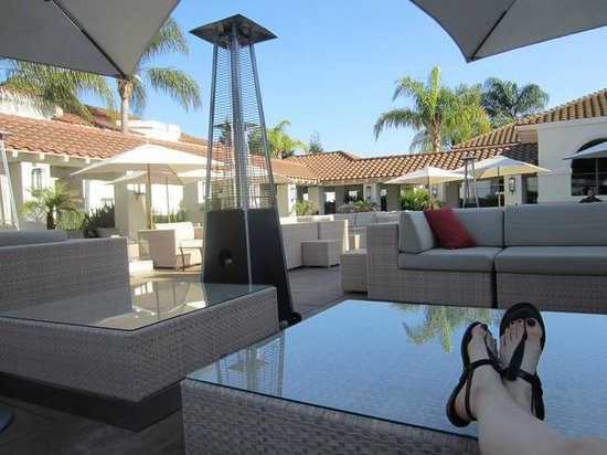 Dolce Hayes Mansion: relaxing in the outdoor lounge area -- my favorite place!