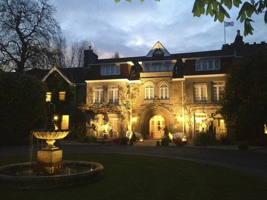 Longueville Manor: night view