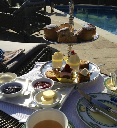 Longueville Manor: Afternoon tea at the pool area