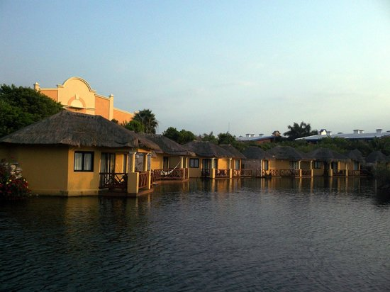 Grand Palladium Riviera Resort & Spa: View of Resort