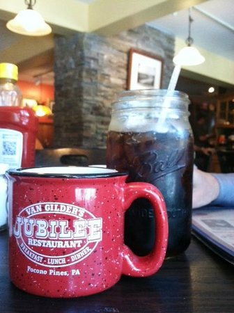 Pocono Pines, PA: Good Coffee and 32 oz of Soda Beverages
