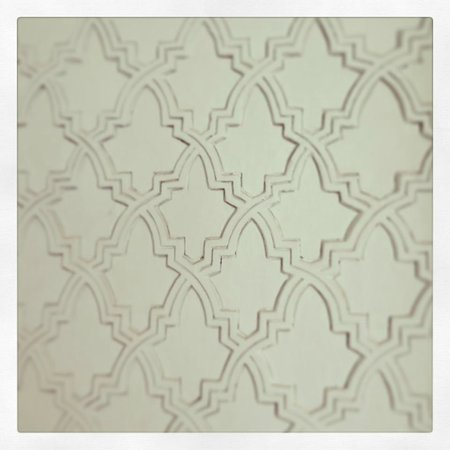 P'tit Habibi: Wall detailing