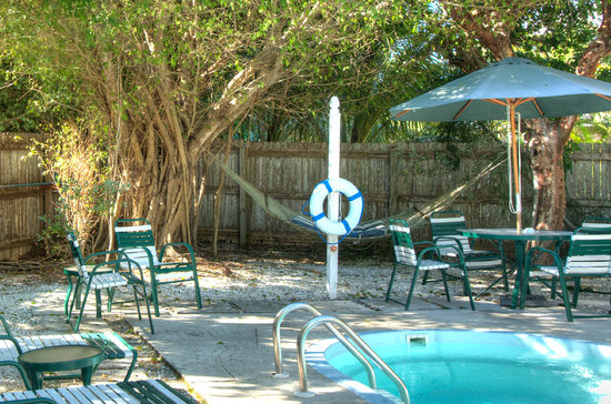 Seahorse Cottages: Cool off in the pool after a day at the beach