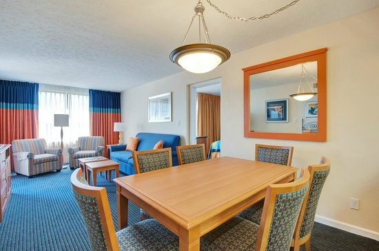Bay Club of Sandestin: Dining and Living Room for the 2 Bedroom Unit
