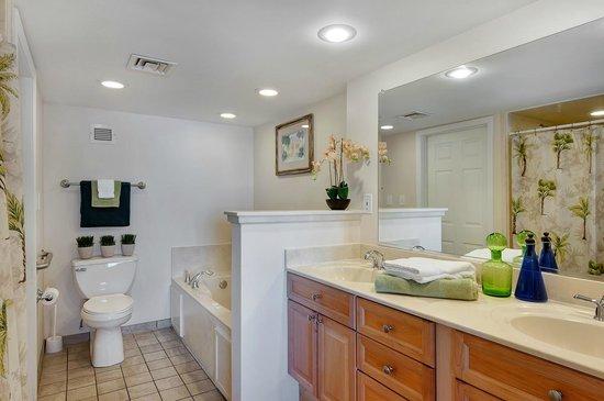 Bay Club of Sandestin: Master Bathroom