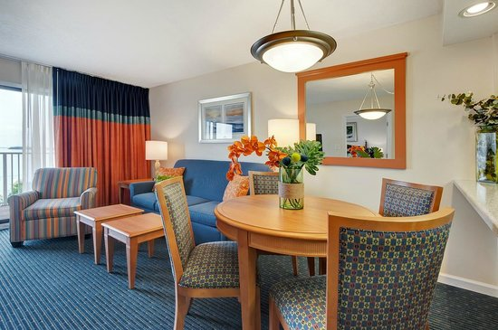 Bay Club of Sandestin: Dining and Living Room for the 1 Bedroom Unit