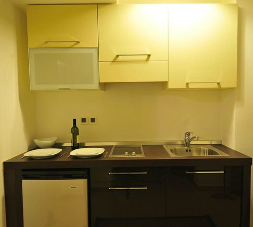 Gerakari Suites: Kitchen