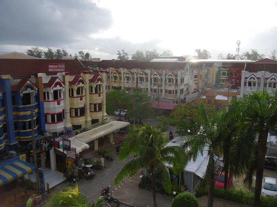 Centara Karon Resort Phuket: The noisy Irish Bar