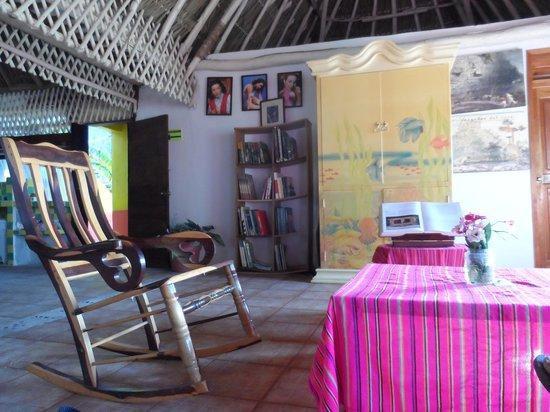 Casa Maya Holbox: La sala donde pasamos la tarde compartiendo con la familia y amigos