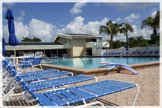 Aloha Kai Vacation Rentals: largest heated pool on the Siesta Key!