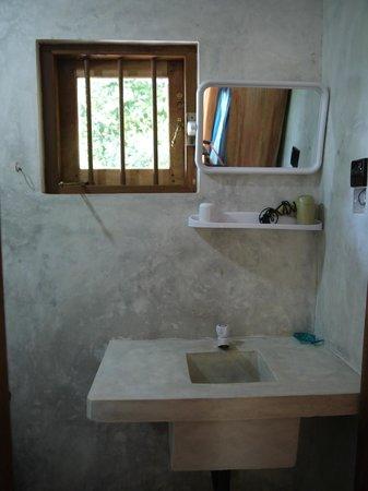 Cinnabar Resort: Bungalow Bathroom