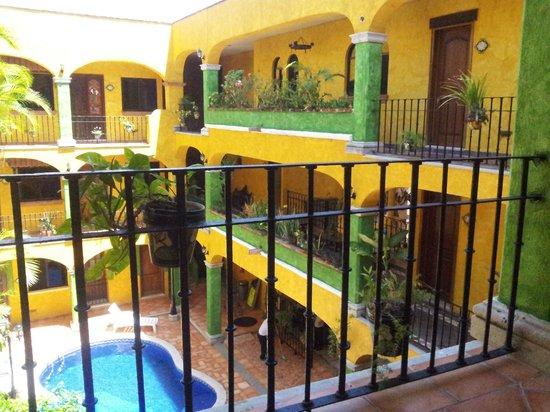 Hotel Hacienda del Caribe: Pleasant color scheme.