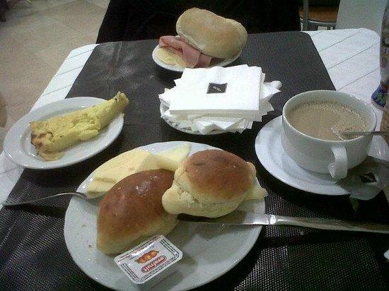Residencia Alicante: desayuno buffet bastante aceptable