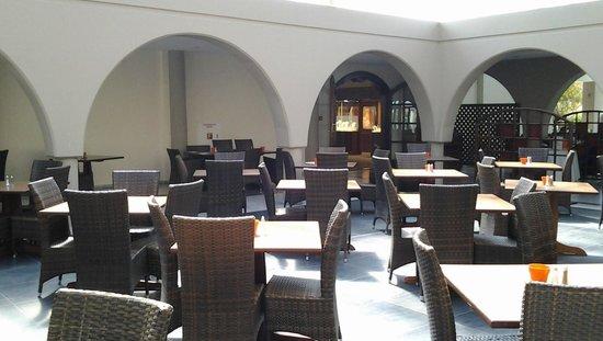 Kipriotis Village Resort: Espace déjeuner et détente
