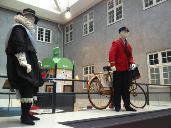 Post & Tele Museum: Postman Uniform in Generations