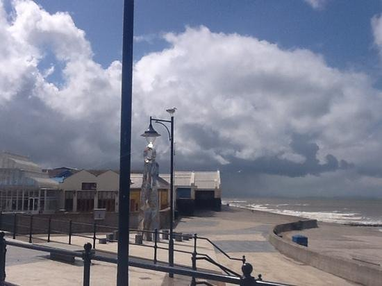 Prestatyn, UK: Barkby beach nearby...gorgeous cafe