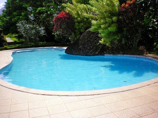 Hotel Arenal Montechiari: Pool area.