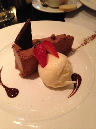 hotel kylestrome bar and grill restaurant: after eight cheesecake