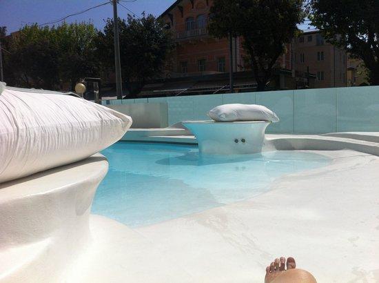 i-SUITE Design Hotel: Swimming pool