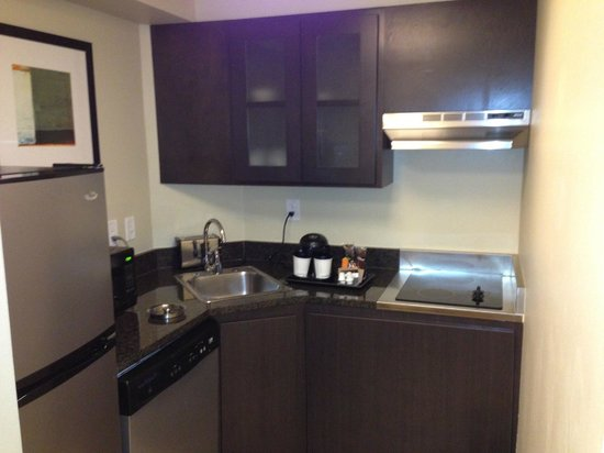DoubleTree Suites by Hilton - Austin: Kitchenette