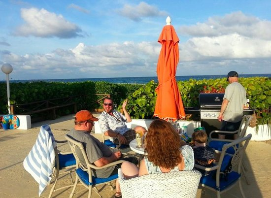 Delray Breakers on the Ocean: Patio and Grill