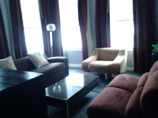 Hotel Union Square : Ademas teniamos una salita con sillones muy comodos