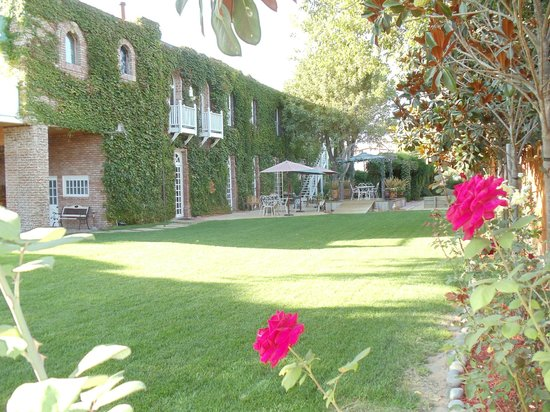 The 1880 Union Hotel: outside garden are for events/weddings