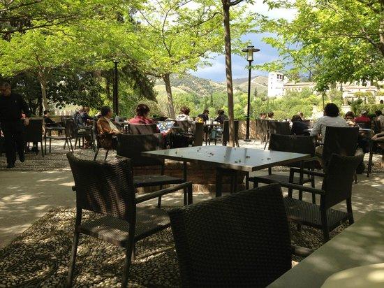 Parador de Granada: Terrace dinning