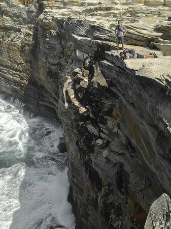 Journey8-Day Tours: Spectacular sandstone cliffs