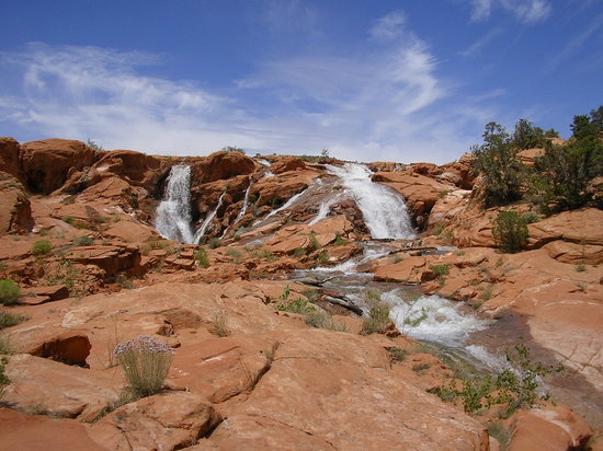 Gunlock Lake overflowing into beautiful (and fun) waterfalls