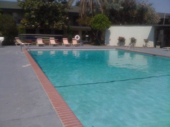 Lamp Liter Inn: This is a clean, very large pool at least 60' long. You can have a great swim here.