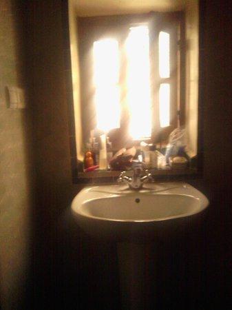 Dar Houdou Guest House: Bathroom