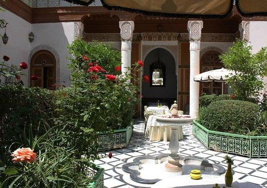 Riad Dar Tim Tam: Courtyard dining at the Riad Timtam