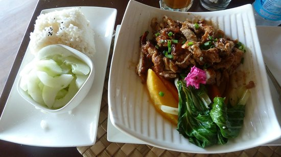 Cafe Sele and Bar: Yummy...Teri Chicken w/rice local veggies & sweet cucumber salad