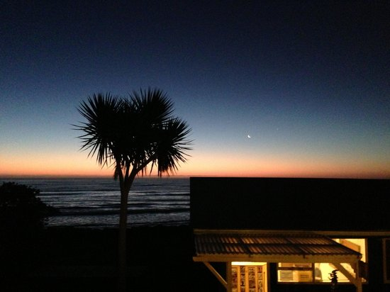 Punakaiki Beach Hostel: Sunset at this awesome hostel