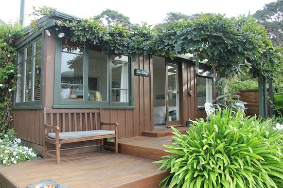 Waters Edge Holiday Accommodation: The Cottage at Waters Edge