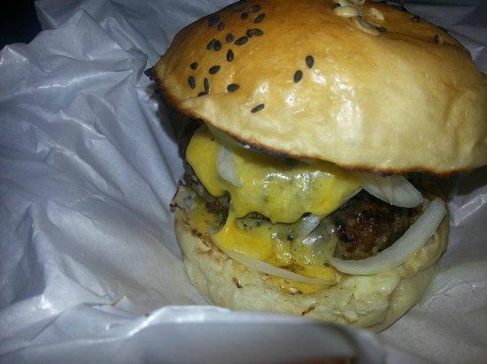 Burger Junkyard: Steaming Cheeseburger