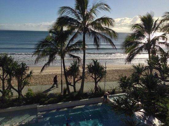 Fairshore Beachfront Apartments: View of Noosa Beach and pool area from Unit 30 (Top Floor)