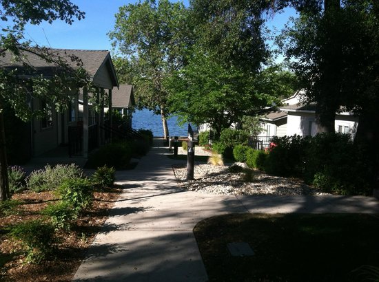 Clear Lake Cottages & Marina: Close to the Lake