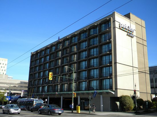 Park Inn & Suites by Radisson on Broadway: Great Location