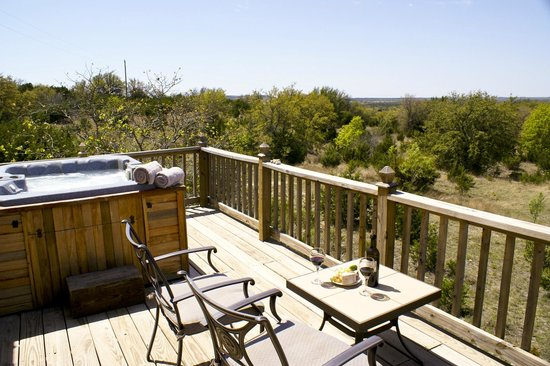 The Hideaway Ranch & Retreat: Hot tub with a view!